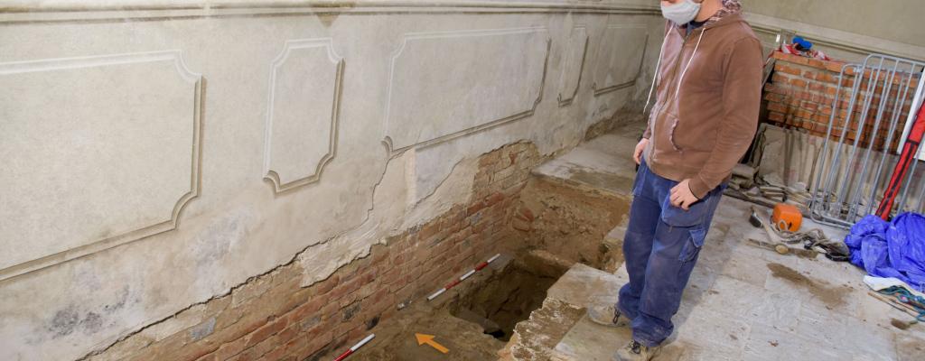 V kapli v meziříčském zámku Žerotínů probíhá předstihový archeologický výzkum